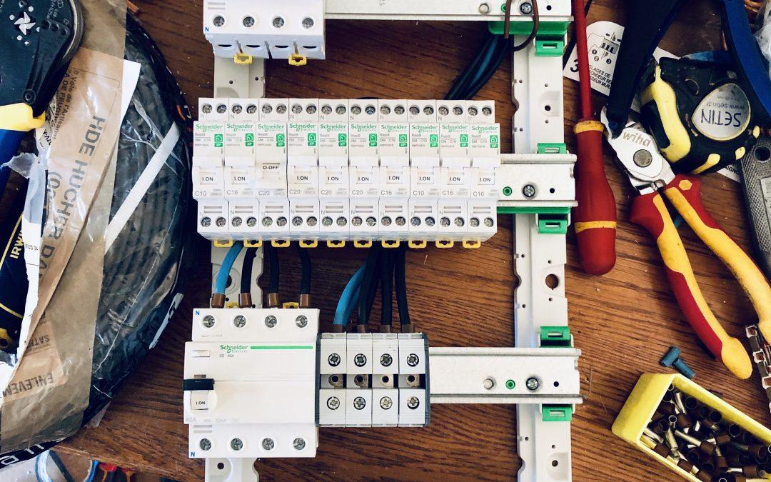 Mise aux normes d'un tableau électrique triphasé pour une habitation près d'Evreux